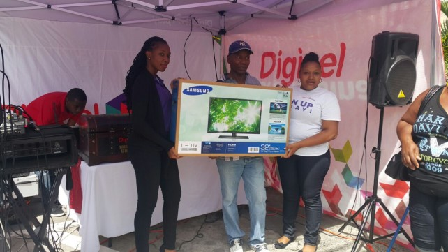 Lucky winner of 32 TV Herman Langlaise -Centre with Digicel Play representatives