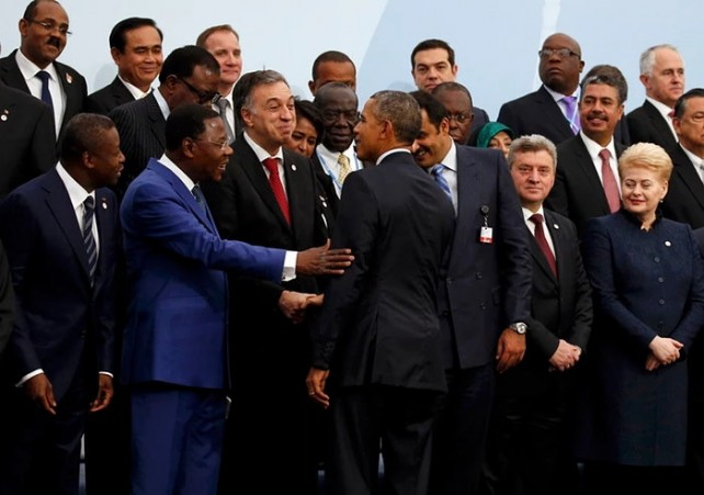US President Barack Obama join other world leaders for a photo at the climate conference. Photo credit: Jacky Naegelen/Reuters