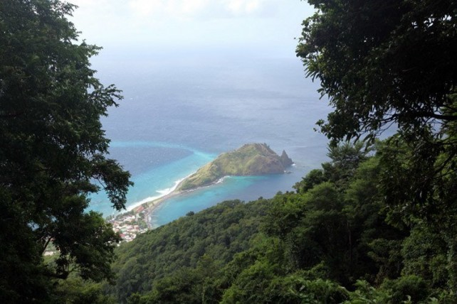 A view of Scotts Head peninsula from Dominica's Waitukubuli National Trail. Photo credit: Flickr/Liam Quinn