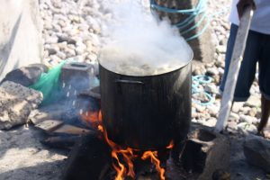 PHOTO OF THE DAY: 'Pot bubbling by de bay'
