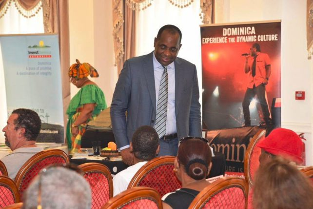 The Prime Minister interacts with a member of the diaspora at the forum